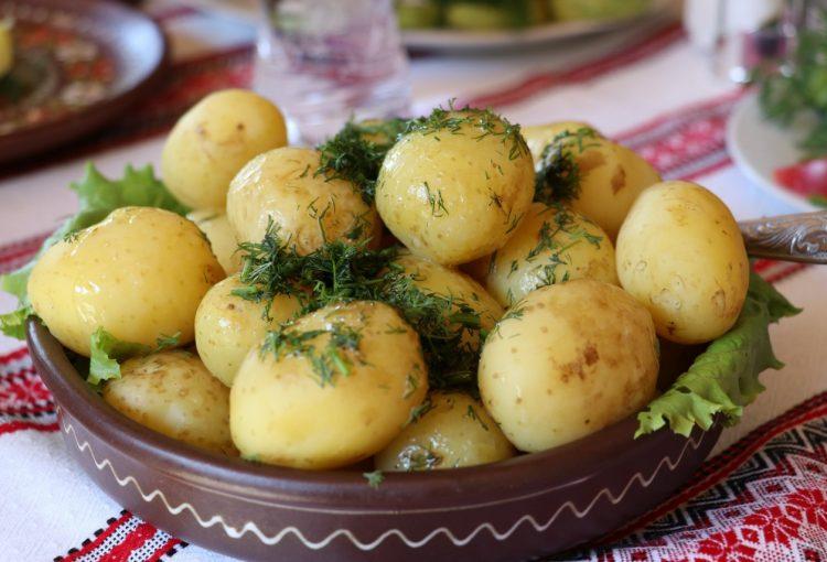 варени картофи