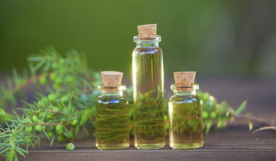 Маслото от чаено дърво е ефективно за премахване на акне.