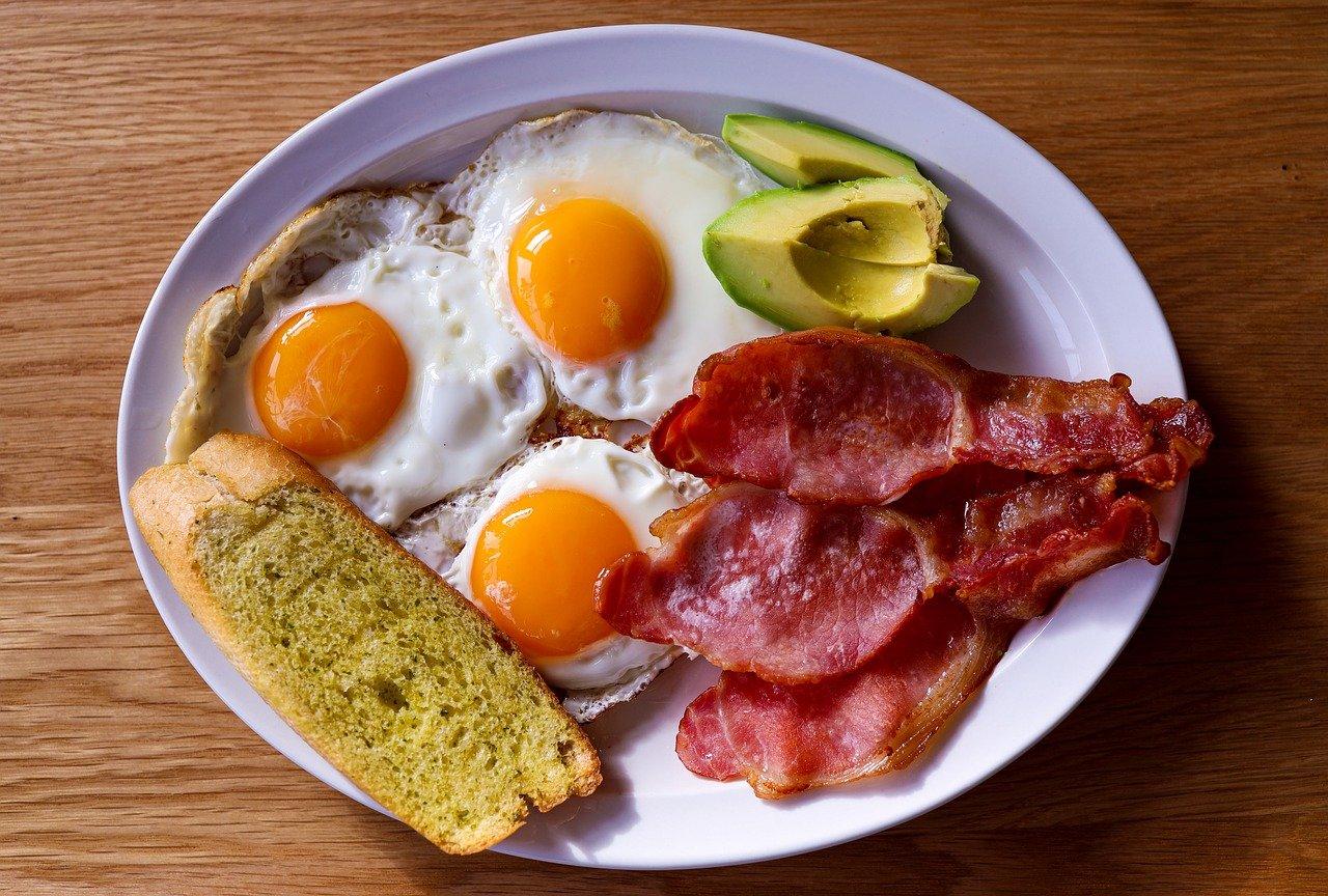Повече мазнини: За кого е подходяща и за кого вредна кето диетата