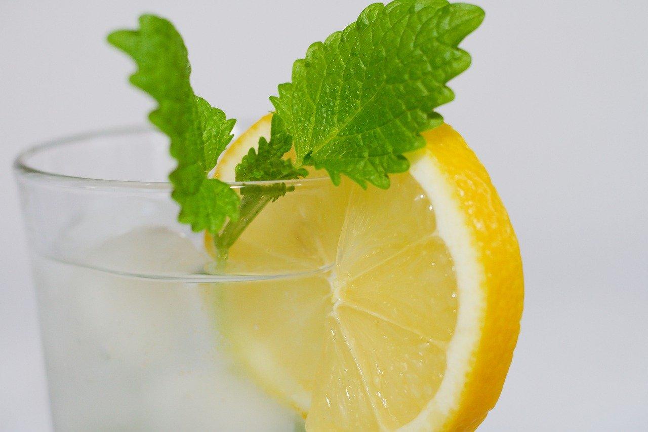 Детоксикирайте тялото с проста рецепта – ябълки, морска сол, джинджифил и лимон